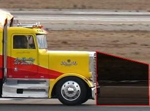 martwy punkt przed maską amerykańskiej ciężarówki