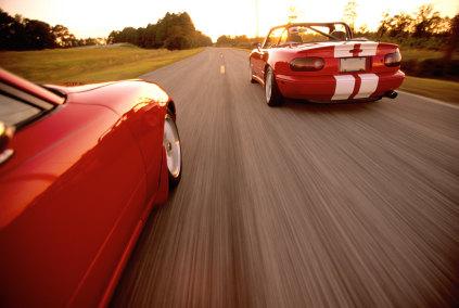 wyprzedzanie samochody sportowe